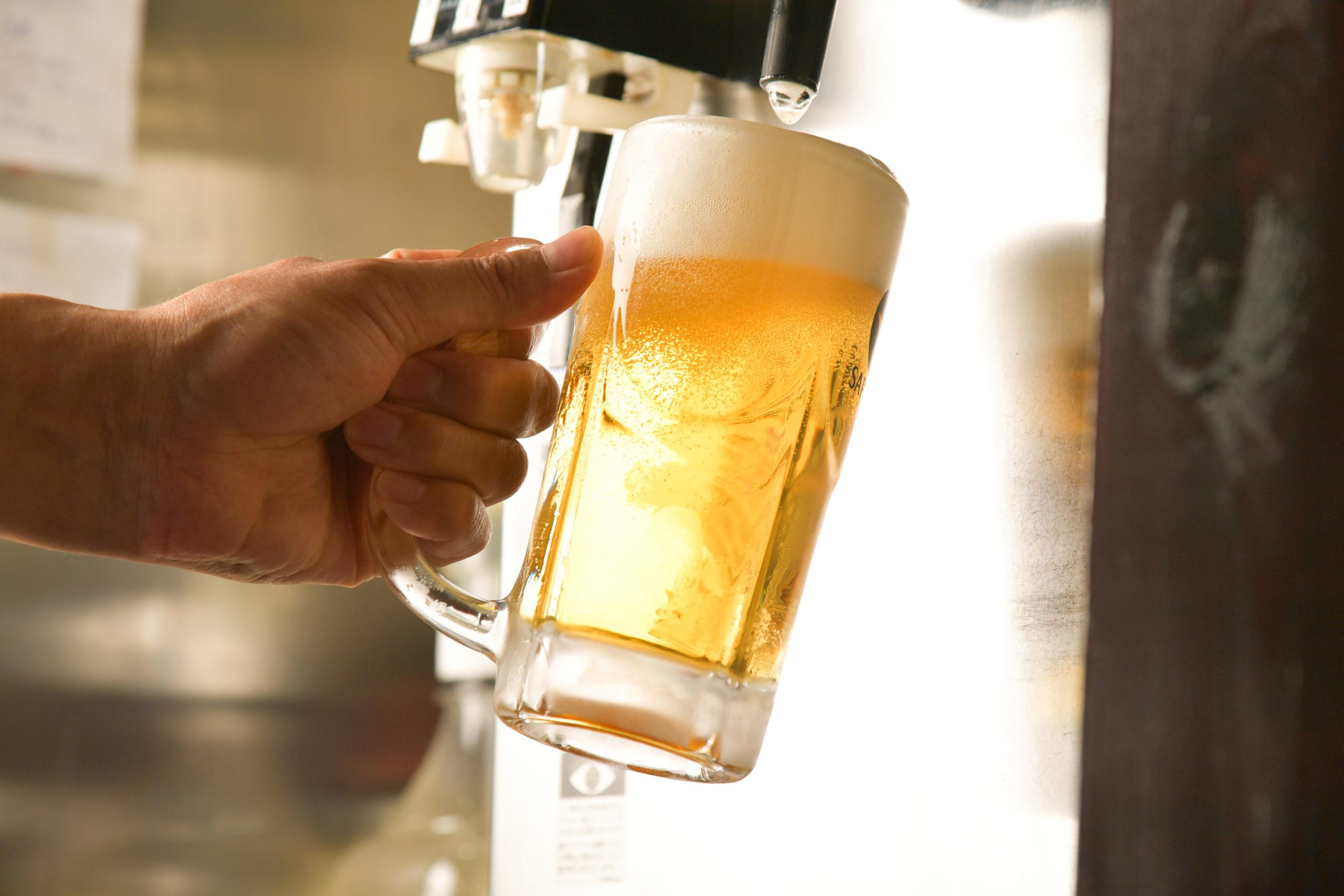 ビール注ぎ画像